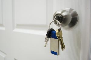 door-lock-with-keys